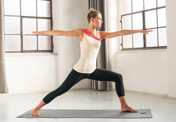 Lo sapevate che la pratica dello yoga ha potenti effetti sulla salute della  nostra pelle  Proprio così! lo Yoga non solo rafforza tutti i muscoli del  corpo  ... 0ea01da8246e