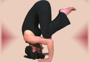 Kakasana-i-benefici-della-posizione-del-corvo
